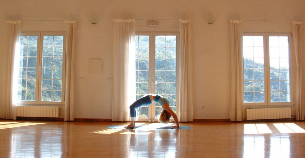slide-yoga-hall-1024x532