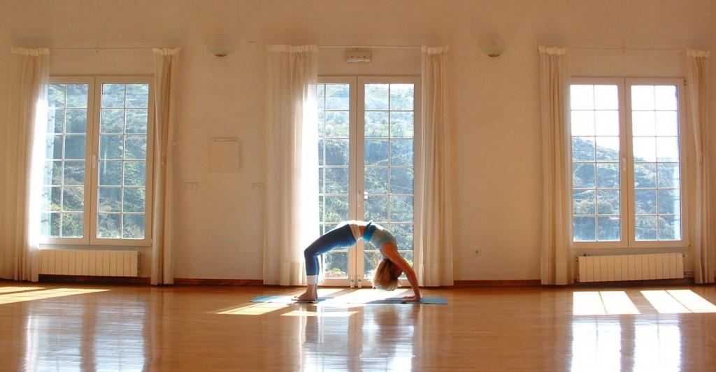 slide-yoga-hall-1024x532